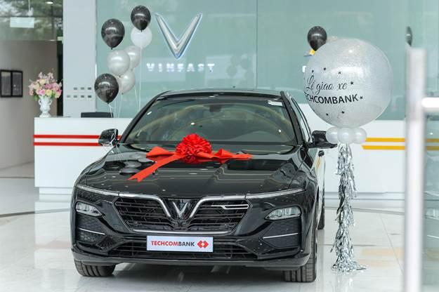 VinFast ban 30 xe Lux A2.0 cho Techcombank
