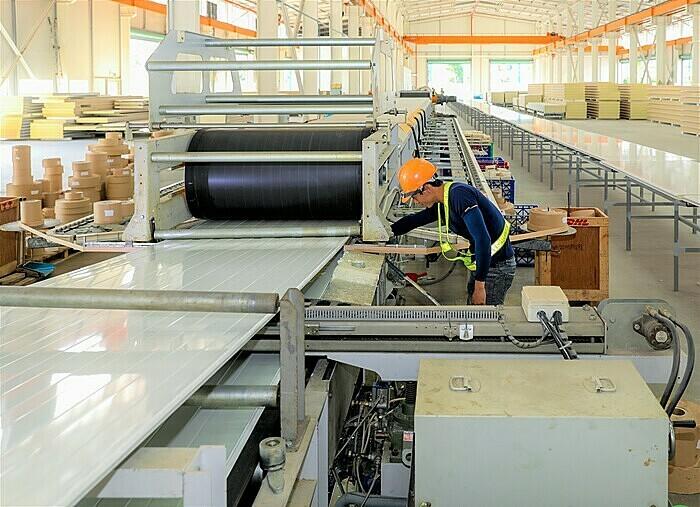 Công xưởng sản xuất panel cách nhiệt công nghệ châu Âu tại TP HCM. Ảnh: Quỳnh Trần.
