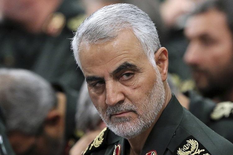 Thiếu tướng Qassem Soleimani cùng các chỉ huy Vệ binh Cách mạng Iran trong cuộc họp tại Tehran tháng 9/2016. Ảnh: AP.