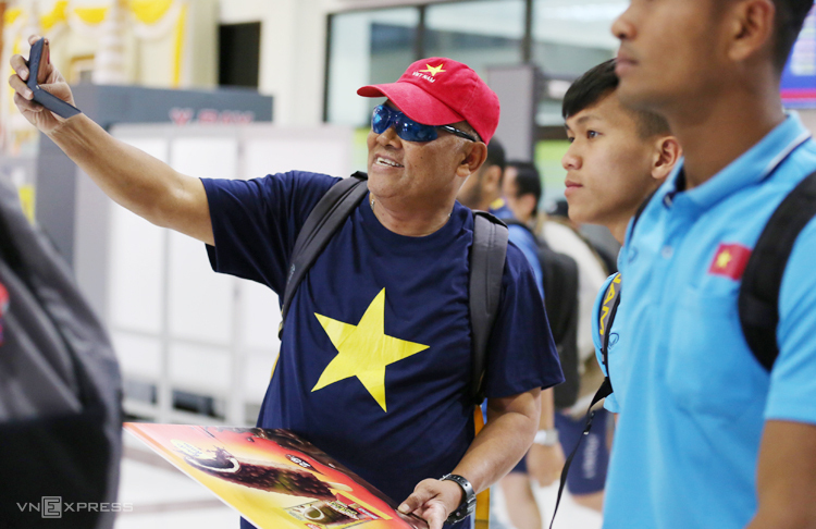 CĐV Thái Lan ra sân bay đón U23 Việt Nam