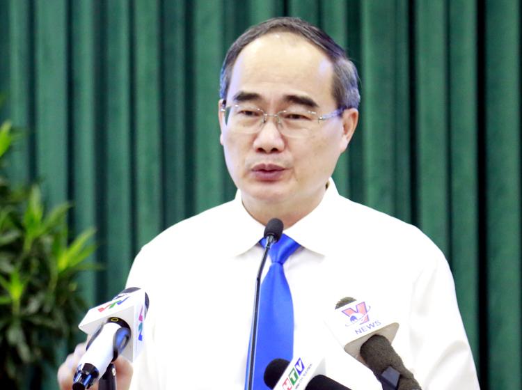 Bí thư Thành ủy Nguyễn Thiện Nhân phát biểu tại hội nghị hôm nay. Ảnh: Trung Sơn