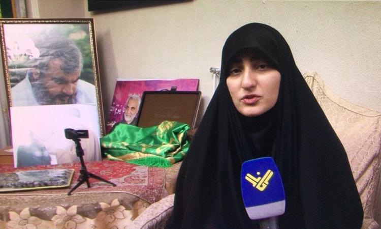 Zeinab Soleimani, con gái của thiếu tướng Qassem Soleimani, trả lời đài Al-Manar TV của Lebanon hôm 5/1. Ảnh: Al-Manar TV.