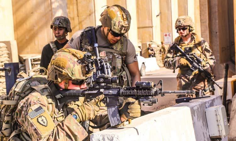 Các binh sĩ Mỹ bảo vệ đại sứ quán Mỹ tại thủ đô Baghdad, Iraq hôm 31/12. Ảnh: AFP.