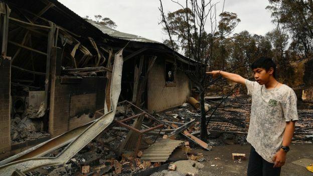 Chạy lửa cháy rừng nuốt chửng nhà - ảnh 1