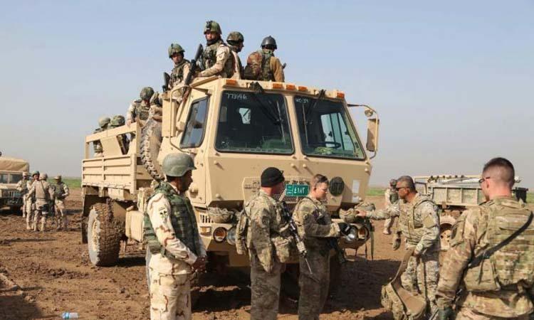 Binh sĩ Iraq tham gia huấn luyện cùng cố vấn Mỹ và Tây Ban Nha tại căn cứ Basmaya, phía đông nam Baghdad hồi năm 2016. Ảnh: AP.