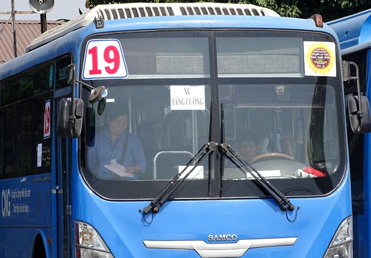 Xe tăng cường cho tuyến buýt 19. Ảnh: Hà An.