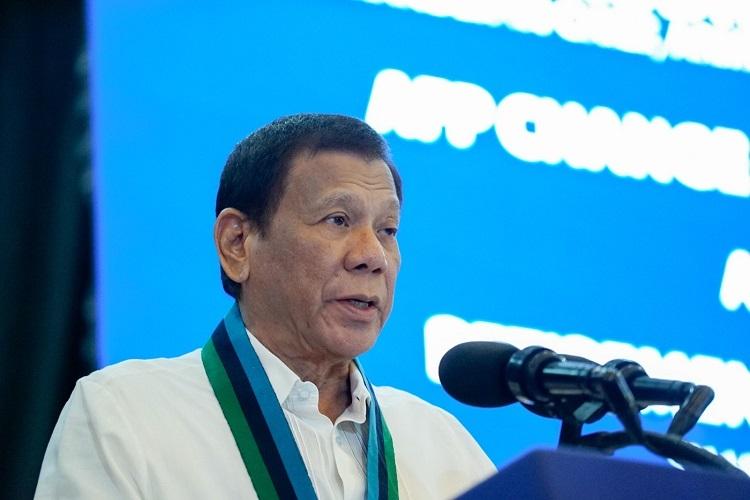 Tổng thống Duterte phát biểu trong lễ kỷ niệm ngày thành lập Quân đội Vũ trang Philippines 4/1. Ảnh: President Communication.