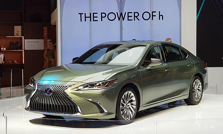 Lexus ES 300h trong lần đầu tiên xuất hiệntại triển lãm ôtô Việt Nam hồi cuối 2018 ở TP HCM. Ảnh: Thành Nhạn