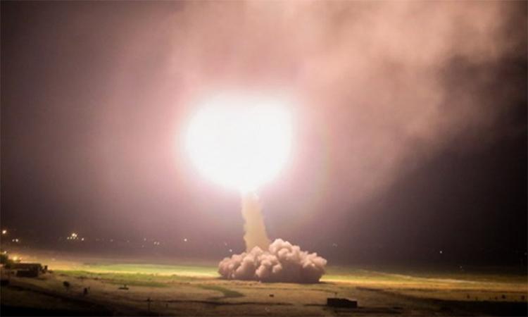 Iran phóng tên lửa nhằm vào lực lượng Mỹ đồn trú tại Iraq ngày 8/1. Ảnh: IRNA.