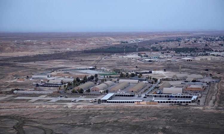 Căn cứ Ain al-Asad nhìn từ xa. Ảnh: AP.