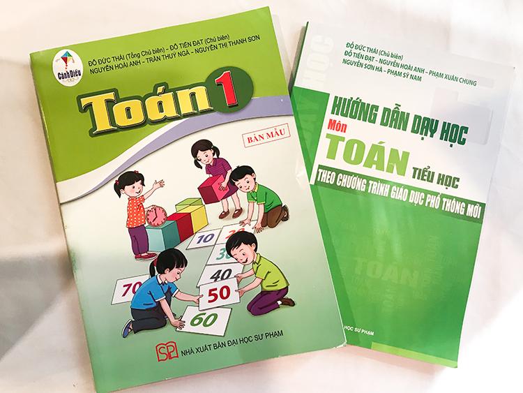 Sách giáo khoa Toán trong bộ Cánh diều của hai nhà xuất bản thuộc Đại học Sư phạm Hà Nội và TP HCM. Ảnh: D.T
