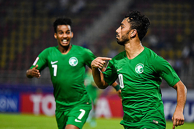 Al Khulaif (số 10) ghi bàn sau nỗ lực của Ghareeb (số 7). Ảnh: AFC.
