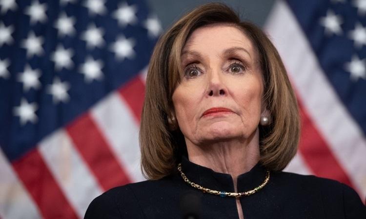 Chủ tịch Hạ viện Mỹ Nancy Pelosi tại buổi họp báo ở tòa nhà quốc hội hôm 18/12. Ảnh: AFP.