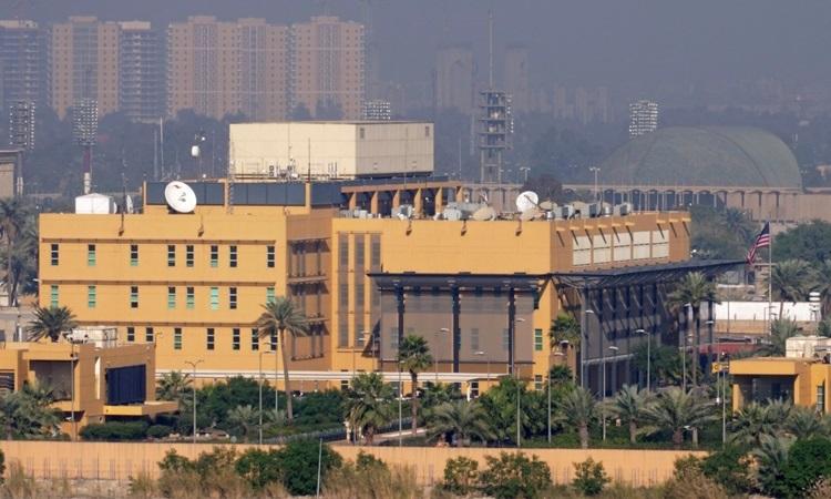 Đại sứ quán Mỹ ở Vùng Xanh thuộc thủ đô Baghdad, Iraq hôm 7/1. Ảnh: Reuters.