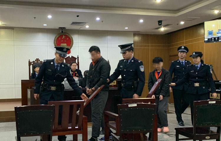 Tiêu Cường và Vương Lệ tại phiên xét xử. Ảnh: Beijing News.