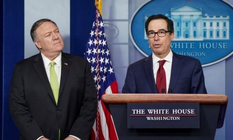 Bộ trưởng Tài chính Steven Mnuchin (phải) công bố các lệnh trừng phạt Iran cùng Ngoại trưởng Mike Pompeo tại Nhà Trắng hôm nay. Ảnh: Reuters.