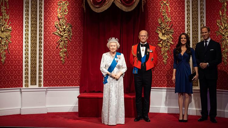 Tượng sáp của các thành viên hoàng gia Anh còn lại tại bảo tàng Madame Tussauds ở London hôm qua. Ảnh: AP