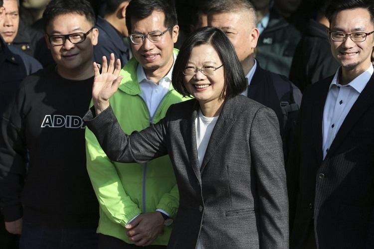 Lãnh đạo Đài Loan Thái Anh Văn đến điểm bỏ phiếu ở thành phố Tân Bắc hôm nay. Ảnh: AP.