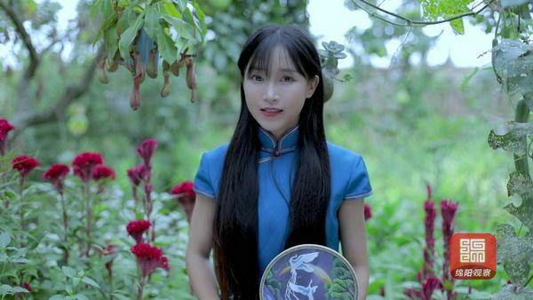 Ngôi sao Youtube Trung Quốc Lý Tử Thất. Ảnh: YouTube/Li Ziqi