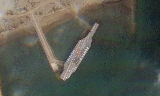 Mô hình tàu sân bay tại cảng Bandar Abbas hôm 1/1/2020. Ảnh: Planet Labs.
