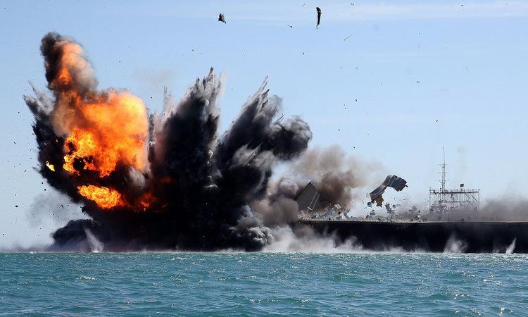 Mô hình tàu sân bay bị phá hủy trong đợt tập trận năm 2015. Ảnh: IRNA.