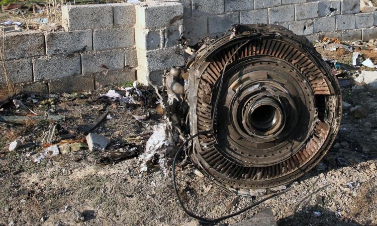 Hiện trường vụ rơi máy bay Ukraine ở Iran ngày 8/1. Ảnh: AFP.