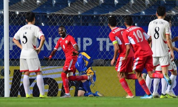 Bani Atieh (số 9) ghi bàn mở tỷ số cho Jordan trong trận thắng Triều Tiên. Ảnh: AFC.