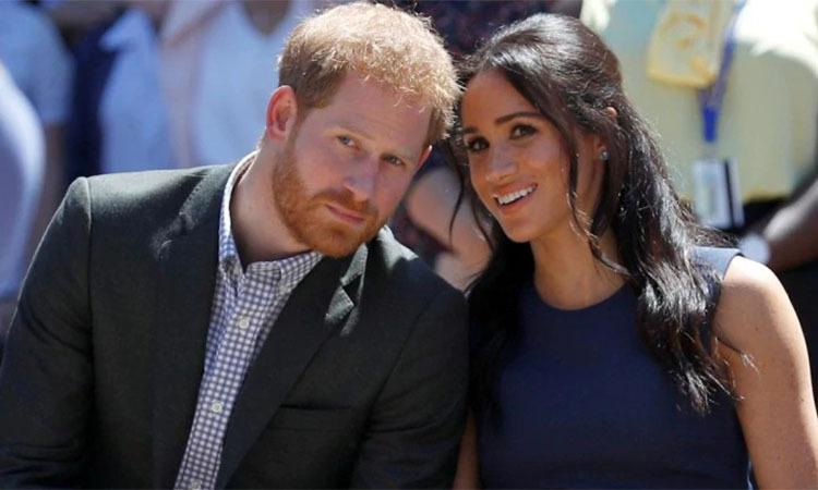 Hoàng gia Anh lo bị vợ chồng Harry nói xấu - ảnh 1