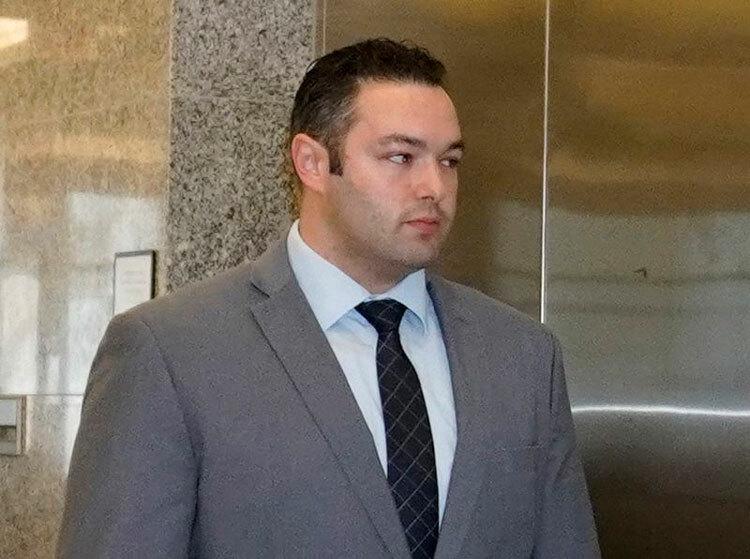 Michael Bergmann rời phòng xét xử sau khi bị tuyên án. Ảnh: Jesse Ward/New York Daily News.