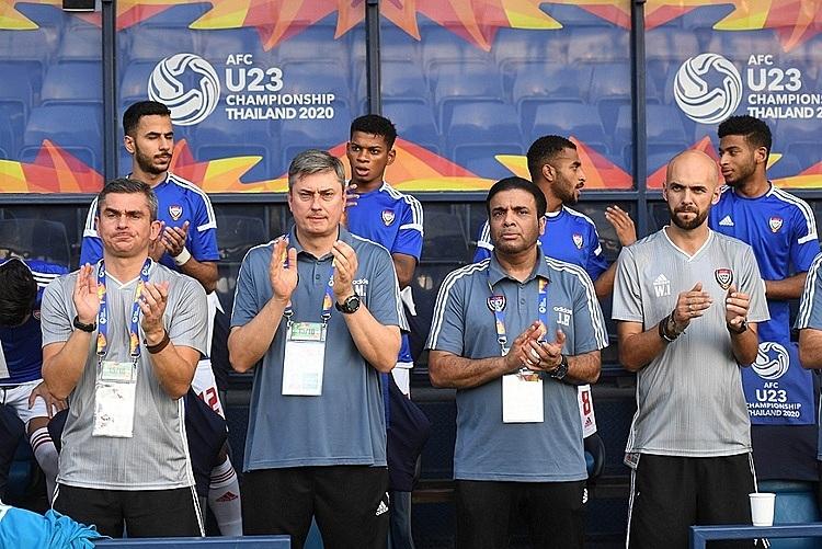 Ông Skorza (thứ hai từ trái sang) không muốn hòa Jordan. Ảnh: AFC.