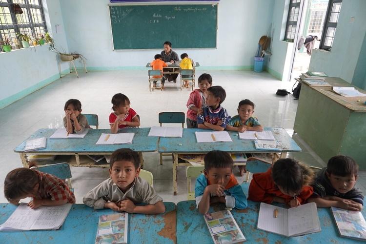 Lớp học 2 trong 1 trên núi Ngọc Linh - ảnh 1