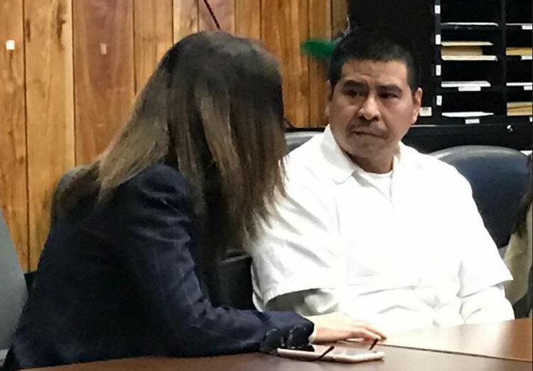Rafael Camey (phải) cùng luật sư tại tòa vào ngày 13/1. Ảnh: Richard Cowen/North Jersey.