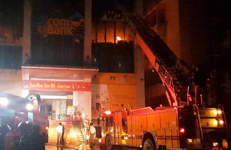 Cháy ở tòa nhà 11 tầng, một người chết - ảnh 2