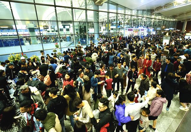 Hạn chế người đưa tiễn tại sân bay Nội Bài