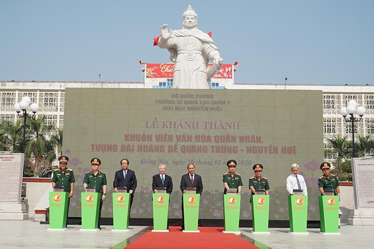 Thủ tướng thăm trường Sĩ quan Lục quân 2