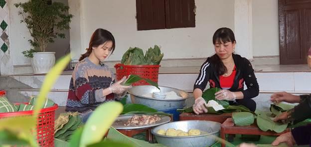 Gia đình bà Ảnh dự trữ 5 tấn gạo để gói bánh chưng Tết.