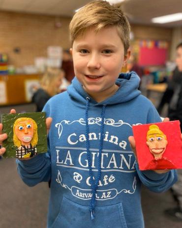Học sinh làm tranh đất sét tặng giáo viên - ảnh 2
