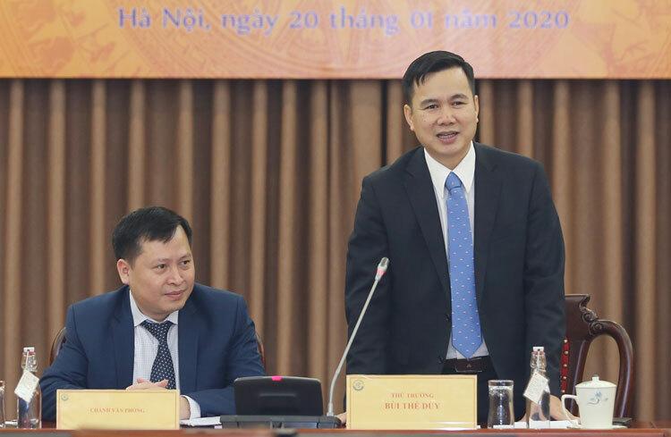 Thứ trưởng Bùi Thế Duy (phải) và ông Nguyễn Mai Dương điều hành buổi họp báo. Ảnh: Ngũ Hiệp.