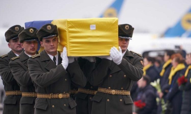 Đưa thi thể nạn nhân vụ máy bay bị bắn nhầm về nước - ảnh 1