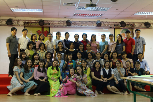 Chuyên gia giáo dục STEM Nguyễn Thị Thu Hường và các cộng sự Team BTN, Hoa nắng và Học viện Khoa học & Công nghệ HappyKids.