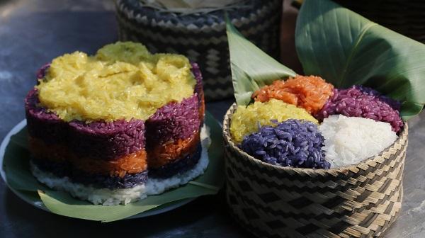 Xôi ngũ sắc là món ăn không thể thiếu trong dịp lễ, Tết của người Tày.