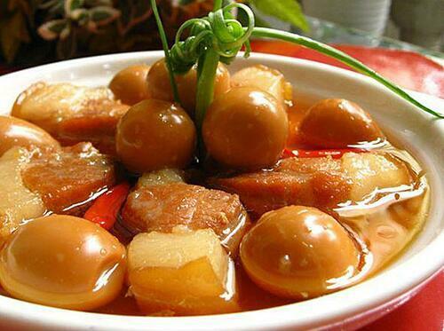 Món thịt kho tàu thường xuất hiện trong mâm cỗ ngày Tết của người miền Nam.