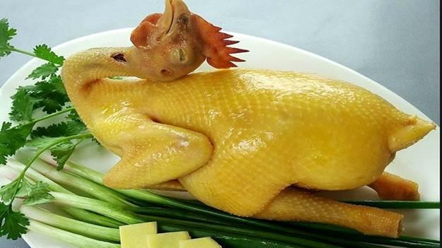Thịt gà là món ăn không thể thiếu trong mâm cỗ người miền Bắc dịp Tết.