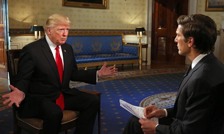 Tổng thống Trump trả lời phỏng vấn tại phòng Blue Room ở Nhà Trắng tháng 1/2017. Ảnh: ABC News.
