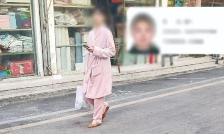 Hình ảnh và thông tin cá nhân của một người dân mặc đồ ngủ nơi công cộng bị chính quyền Túc Châu, tỉnh An Huy, công bố hôm 20/1. Ảnh: BBC.