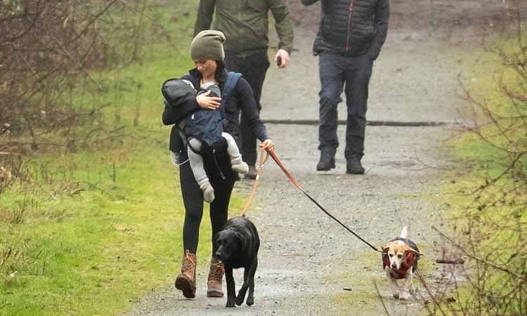 Hình ảnh Meghan đi dạo ở Vancouver, Canada công bố hôm 20/1. Ảnh: Backgrid/Splash News.