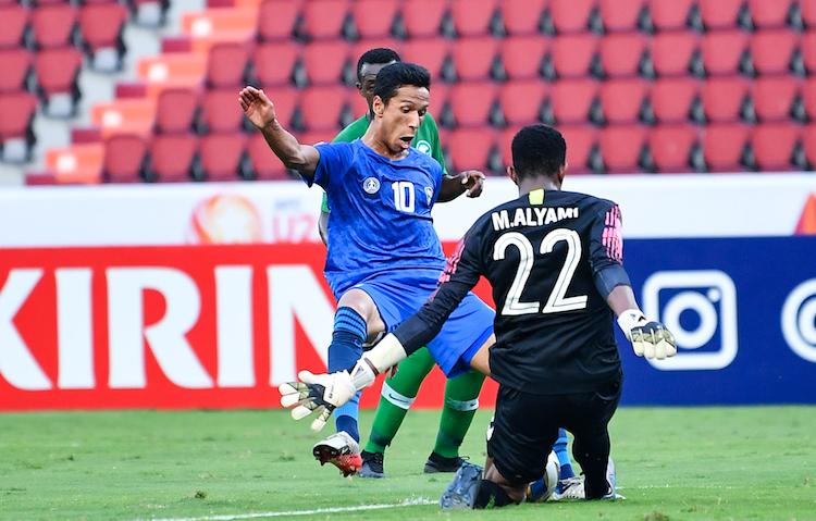 Tiền đạo Abdixolikov bỏ lỡ nhiều cơ hội, khiến Uzbekistan không thể chọc thủng lưới đối thủ. Ảnh: AFC.