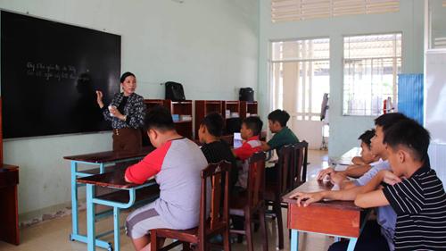 Lớp học của các cháu mồ côi ở Trung tâm Bảo trợ xã hội Cà Mau. Ảnh: Hoàng Hạnh.