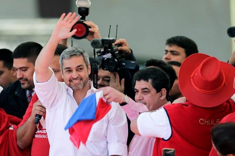 Tổng thống Benitez gặp người ủng hộ ở Asuncion, Paraguay hồi tháng 8/2019. Ảnh: Reuters.