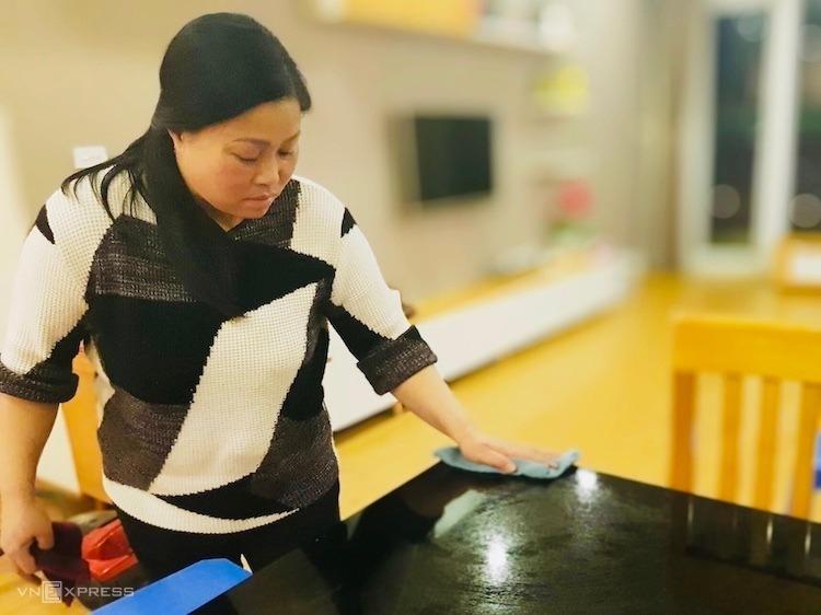 Dịch vụ giúp việc, dọn nhà dịp Tết giá tăng gấp 2-3 lần ngày thường. Ảnh: Anh Minh